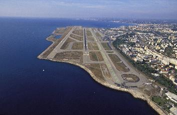 Vue_aerienne_de_l_aeroport_de_Nice-Cote-_d_Azur_phototheque_STAC_-_Veronique_PAUL[1]